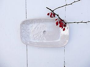 Nádoby - Keramická mydelnička biela s čipkou - 11392770_