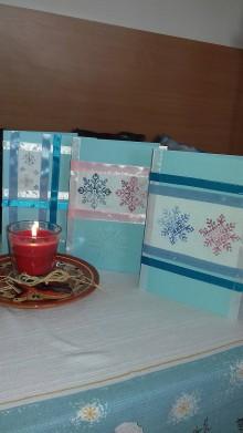 Drobnosti - vyšívané vianočné pohľadnice - malé vločky - 11391882_