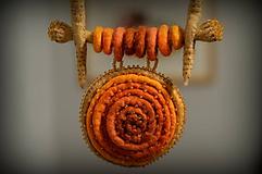 - Plstený náhrdelník Mandala - 11393632_