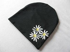 Detské čiapky - Čiapočka s margarétkami (Čierna) - 11393682_