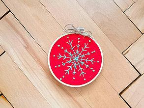 """Dekorácie - Vyšívaná vianočná ozdoba """"Vločka"""" (Červená - modrá vločka modre bodky) - 11390968_"""