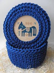 Košíky - Handmade háčkovaný košík z kvalitných šnúr s vrchnákom s maľovaným motívom (ľudový/folk motív) - 11391692_