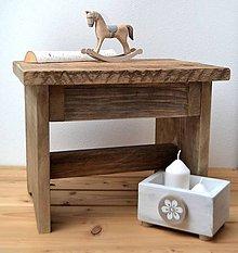 Nábytok - Starý drevený stolec - 11395804_