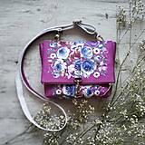 - Kabelka DINKY bag - ružová s potlačou maľovaných kvetov - 11396492_
