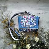 Kabelky - Kabelka DINKY bag - modrá s potlačou maľovaných kvetov - 11396520_