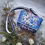 Kabelky - Kabelka DINKY bag - modrá s potlačou maľovaných kvetov - 11396521_