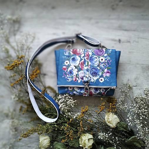 Kabelka DINKY bag - modrá s potlačou maľovaných kvetov