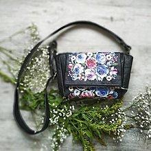 Kabelky - Kabelka CUTE bag - čierna s potlačou maľovaných kvetov - 11396591_