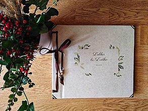 Papiernictvo - Fotoalbum klasický, papierový obal so štruktúrou plátna smotanovej farby s potlačou (Fotoalbum klasický, papierový obal so štruktúrou plátna smotanovej farby s ľudovou potlačou greenery var 1) - 11395984_