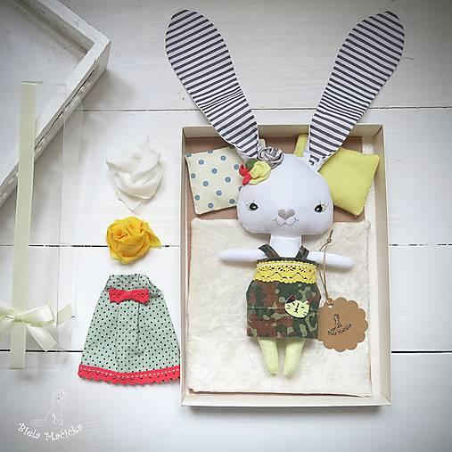 Žltý zajko na spanie sada - denné šatky, pyžamko, postieľka