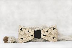 Doplnky - Drevený maľovaný motýlik Picasso minimalistic (Béžová) - 11395475_