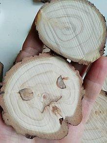 Materiál ručne robený - Drevené plátky - balenie (Balenie 2 - 13 kusov, priemer 4,5 - 6 cm) - 11395367_