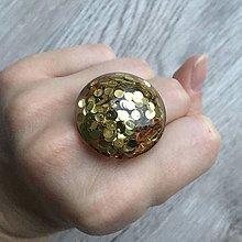 Prstene - Živicový prsteň zlatý kruh - 11399206_