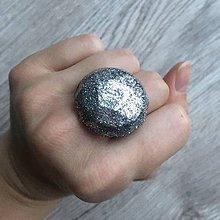 Prstene - Živicový prsteň strieborný kruh - 11399250_