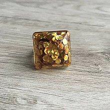 Prstene - Živicový prsteň zlatá kocka - 11399679_