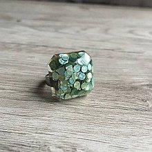 Prstene - Živicový prsteň zelená kocka - 11399688_
