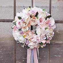 Dekorácie - Romantický ružový, púdrový veniec na dvere, do dievčenskej izby, na svadbu - 11401622_