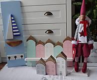 Nábytok - Pastelový domčekový vešiak - 11399246_