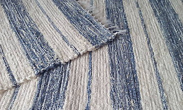 Úžitkový textil - Koberček s maslovo-modrými pruhmi - 11398712_