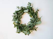 Dekorácie - Prírodný vianočný veniec s eukalyptom - 11401719_