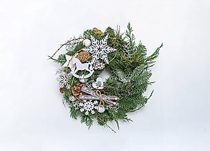 Dekorácie - Prírodný vianočný veniec na dvere - 11401705_