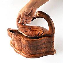 Dekorácie - Veľká drevená kačka s miskami pod krídlom - 11401852_