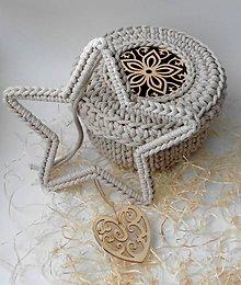Dekorácie - Handmade háčkovaná závesná dekorácia (nielen vianočná) - hviezda - 11400252_