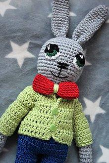 Hračky - Zajačik háčkovaný s červeným motýlikom - 11400754_