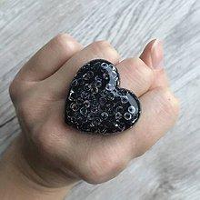 Prstene - Živicový prsteň čierne srdce - 11402417_