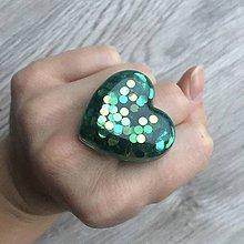 Prstene - Živicový prsteň zelené srdce - 11402507_