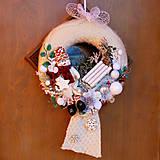 Dekorácie - Vianočný veniec na dvere, do okna, vo svetríku, so snehuliakom - 11403078_