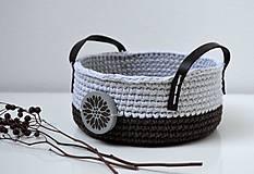 Háčkovaný košík - bavlnený s dreveným gombíkom