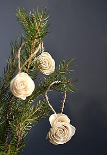 Dekorácie - Ozdoba na stromček Biela ružička - 11404127_