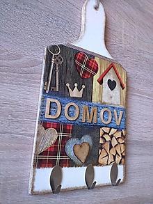 Dekorácie - Vešiak s textom DOMOV - na dekoračnom lopáriku - 11403259_