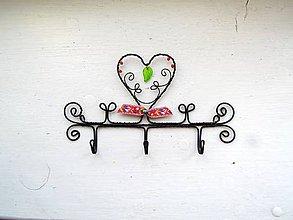 Nábytok - pestrý ornamentový vešiak - 11403199_
