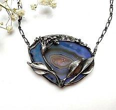 Náhrdelníky - Cínový šperk s minerálom - Na lúke - 11407038_
