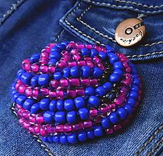 Odznaky/Brošne - plstená korálková brož vŕšok kráľovská modrá - 11410131_