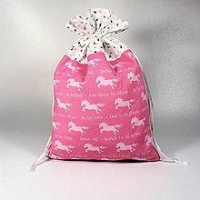 Úžitkový textil - Veselé bavlnené vrecúško 20x30cm (jednorožce) - 11409188_