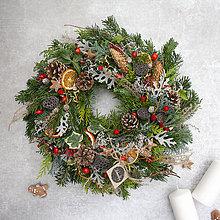 Dekorácie - Zimný veniec na dvere - 11409446_