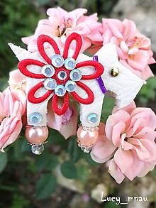 Odznaky/Brošne - Brošnička havko biely s červenou kvetinou :) - 11412725_