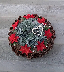 Dekorácie - Veľký šiškový veniec s kvetmi vianočnej ruže - 11414532_
