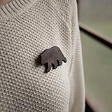 Odznaky/Brošne - Drevená brošňa medveď - 11414836_