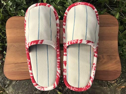 Béžové pásikové papuče