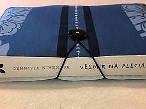Papiernictvo - Obal na knihu — modrý kvet vyšívka - 11415688_