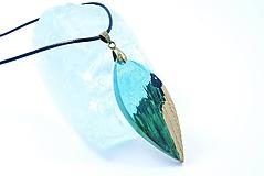 Náhrdelníky - Elegantný tyrkysový náhrdelník- Drevený prívesok - 11415561_