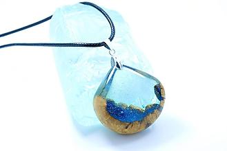 Náhrdelníky - Kvapka vody- Živicovo drevený náhrdelník - 11415663_