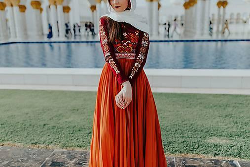 Dlhé plisované šaty Poľana