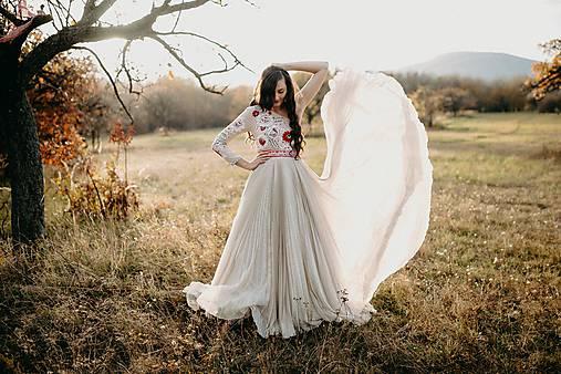 Béžové plisované šaty Poľana