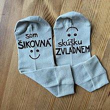 """Obuv - Motivačné maľované ponožky s nápisom: """"Som šikovná/ skúšku zvládnem"""" - 11416695_"""