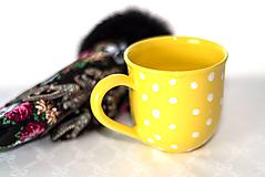 Nádoby - Žltý hrnček s bodkami - 11418664_